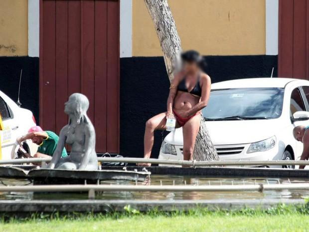 Mulher não se intimidou nem mesmo com a presença de flanelinhas (Foto: Divulgação/Honório Moreira)