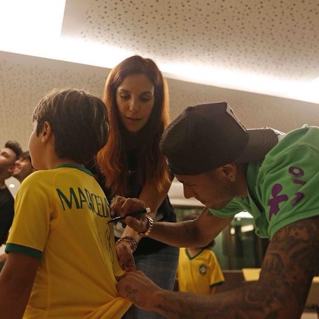 Ivete Sangalo com o filho, Marcelo, e com Neymar em Salvador, na Bahia (Foto: Instagram/ Reprodução)