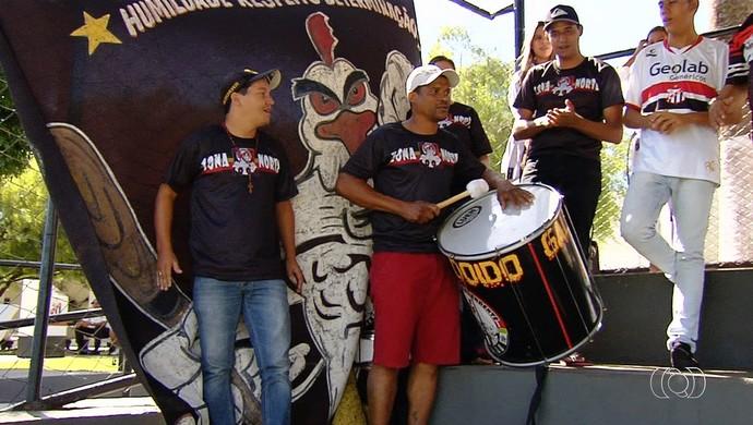 Torcida do Anápolis apoia o time antes da final (Foto: Reprodução / TV Anhanguera)