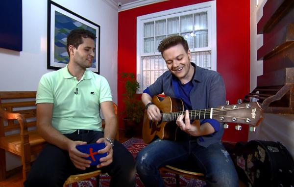 Michel Teló canta seus sucessos e revela histórias emocionantes no programa Mais Caminhos. (Foto: Divulgação)