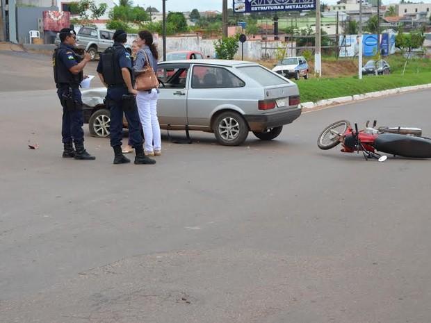 O acidente ocorreu  por volta das 11h30 desta sexta-feira, 29 (Foto: Magda Oliveira/G1)