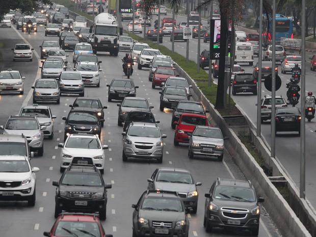 Trânsito intenso na Av. 23 de maio. SP tem lentidão acima da média em dia chuvoso (Foto: Felipe Rau/Estadão Conteúdo)
