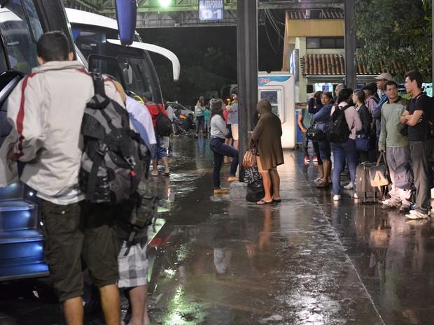 Condições do terminal  rodoviário de Campos (Foto: Letícia Bucker/ G1)