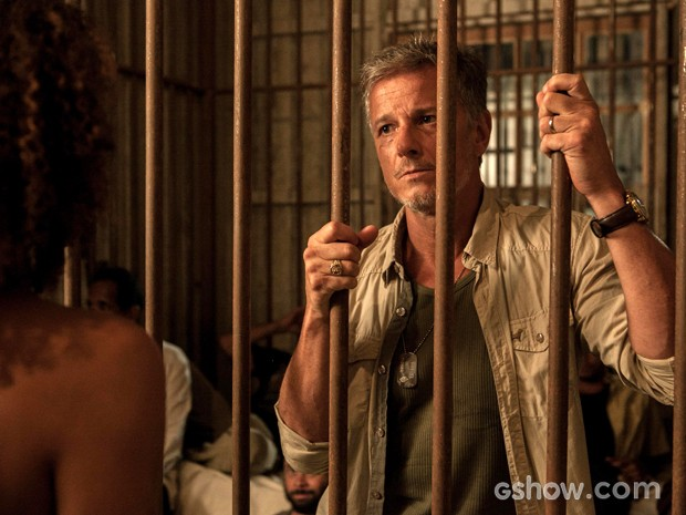 Kléber tenta negar a verdade para Keila (Foto: Inácio Moraes/TV Globo)