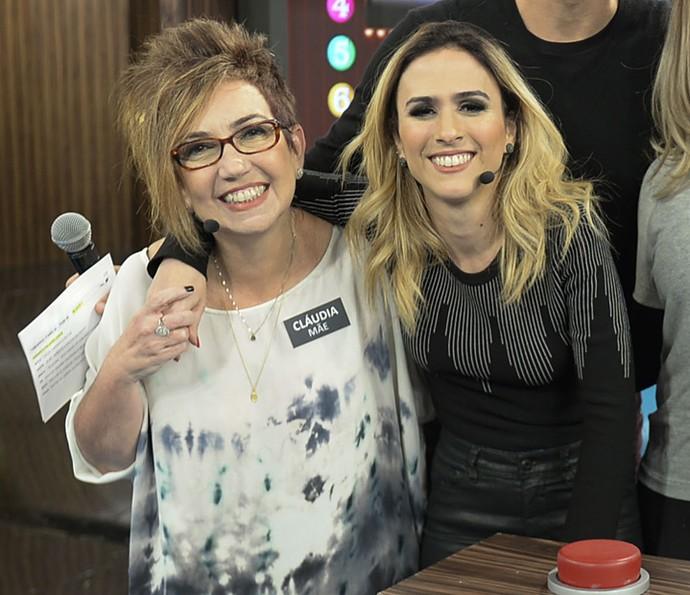 Tatá Werneck com a mãe, Cláudia, no 'Tamanho Família' (Foto: Renato Rocha Miranda / Globo)