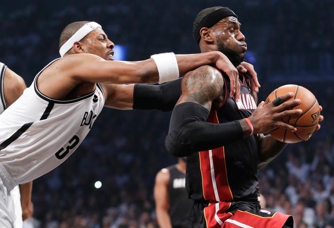 paul pierce lebron james Miami Heat x Brooklyn Nets (Foto: AP)