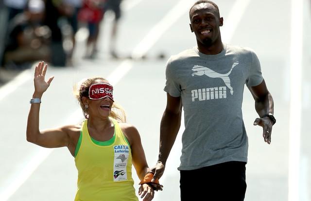 Terezinha Guilhermina corre com Usain Bolt em 2015 (Foto: Getty Images)