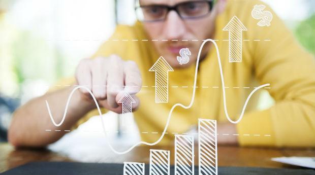 Empreendedor com gráficos (Foto: Thinkstock)