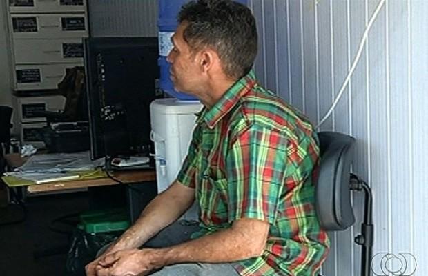 Após ter CNH retida por embriaguez, homem vai buscá-la bêbado e é preso, em jataí, Goiás (Foto: Reprodução / TV Anhanguera)