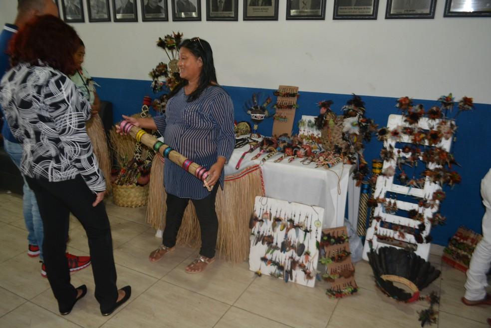 Comunidades indígenas querem espaço para expor e comercializar seus artesanatos (Foto: Toni Francis/G1)