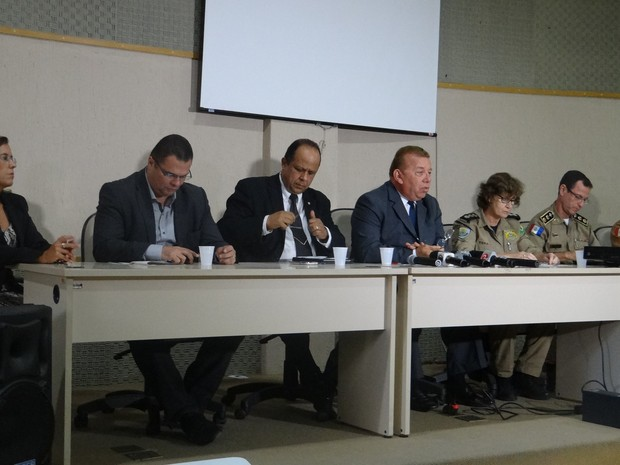 Representantes da Segurança Pública de AL realizam entrevista coletiva (Foto: Lucas Leite/G1)