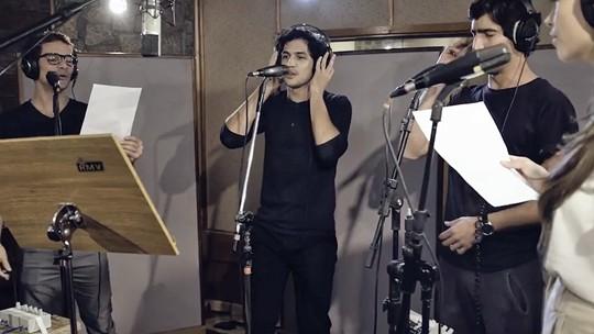 Vídeo mostra Sophie Charlotte, Gabriel Leone e elenco de 'Os Dias Eram Assim' em gravação de música da abertura