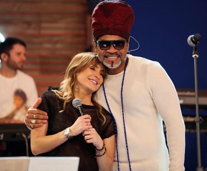 Brown e Claudia Leitte protagonizam momento fofo nos bastidores (Foto: Isabella Pinheiro / Gshow)