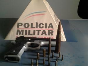 Armas apreendidas em Igaratinga (Foto: Polícia Militar/ Divulgação)