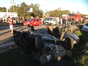 Acidente deixa mortos em Taquara, RS (Foto: Alexandre dos Santos/RBS TV)