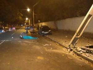 Motorista colidiu em poste ao perder controle do veículo (Foto: Divulgação/Ciptran)