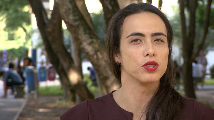 Pesquisadora Viviane Vergueiro fala sobre os desafios das pessoas trans (Foto: TV Bahia)