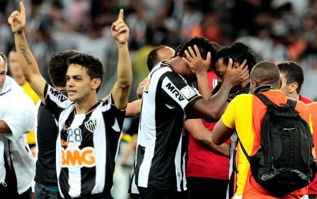 Jô e Ronaldinho Gaúcho Atlético-MG festa título Libertadores (Foto: Reuters)