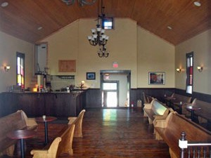 A vinícola South River Vineyard, em Ohio, que funciona dentro de uma antiga igreja (Foto: Wineohio/Creative Commons)