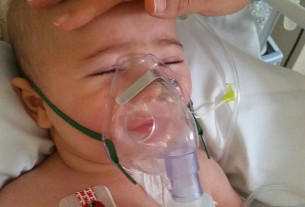 O pequeno Mário, em recuperação (Foto: Arquivo Pessoal/ Lívia Martins Pereira)