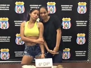 Suspeitas fizeram pose na delegacia (Foto: Divulgação/Polícia Civil)