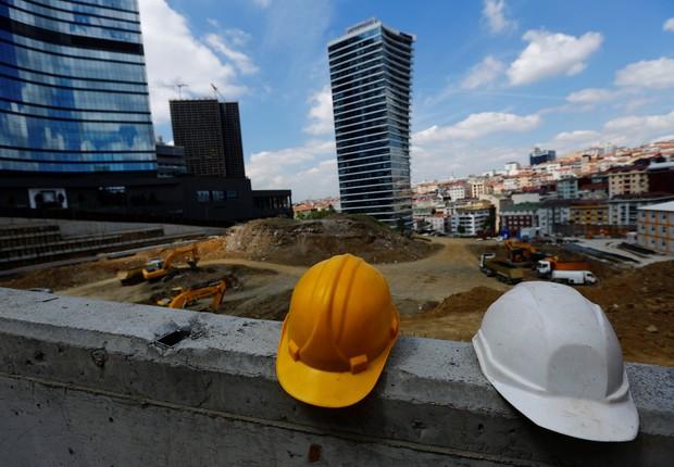 construção - obras - guindaste - pedreiro - construir - prédio  (Foto: Murad Sezer/Reuters)