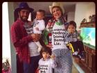 Luana Piovani, Pedro Scooby e os filhos usam roupas com seus nomes