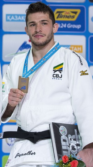 Victor Penalber pódio meio-médio Mundial de Astana judô (Foto: Getty Images)