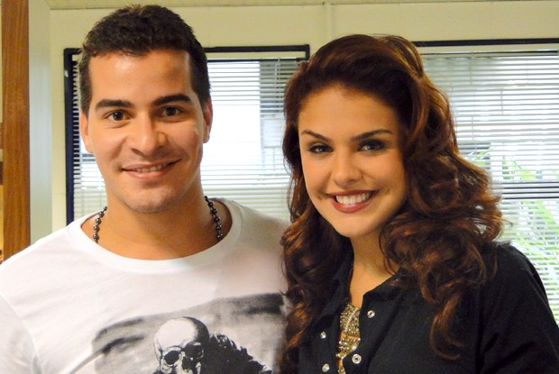 Paloma Bernardi e Thiago Martins nos bastidores do Esquenta! (Foto: Esquenta! / TV Globo)