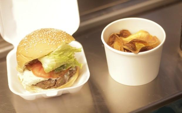 'Food Truck - A Batalha' - Ep.09 - Receita hambguer vegetariano (Juliana Turoni) (Foto: Reproduo/GNT)