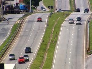 movimento estrada rodovia MG-050 Ano Novo Réveillon Divinópolis MG (Foto: Reprodução/TV Integração)