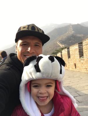 BLOG: FOTOS: Luis Fabiano visita Muralha da China com a família
