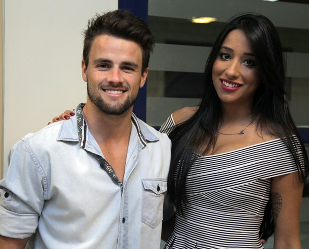 Rafael e Talita juntos na plateia do SuperStar (Foto: Fabiano Battaglin / Gshow)