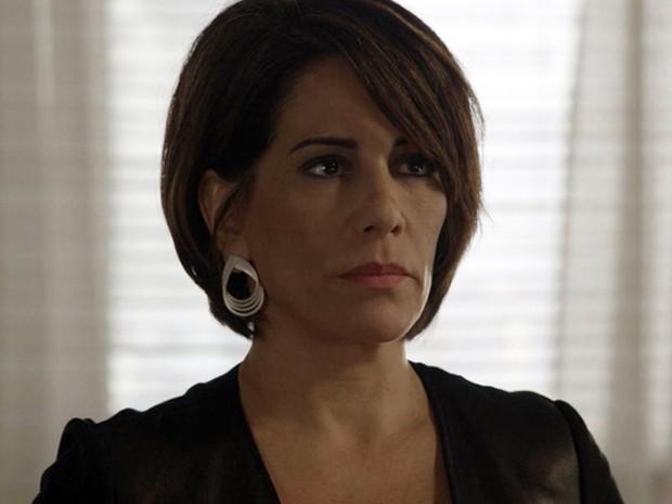 Beatriz usa brinco em formato de gota (Foto: TV Globo)