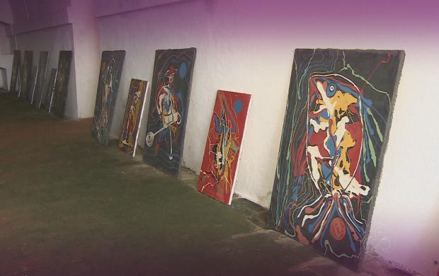Artista quer conqiuistar recorde de maior números de quadros numa exposição (Foto: Amazônia Revista)