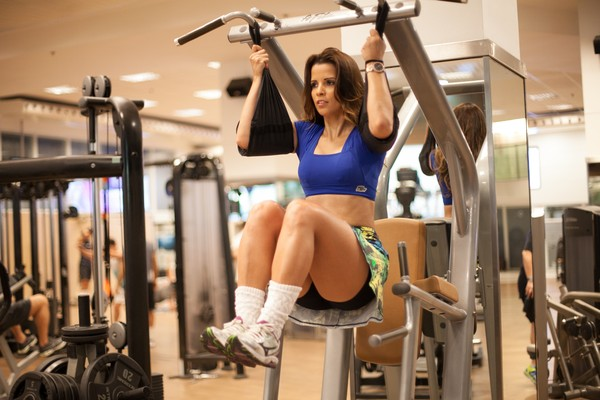 Renata Santos intensifica treino e dieta para o carnaval: 'Quero secar'