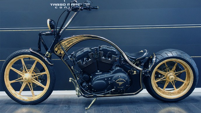 Moto customizada com ouro
