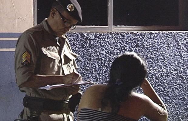 Mãe denuncia à polícia que filha tentou matá-la em Goiânia, Goiás (Foto: Reprodução/ TV Anhanguera)