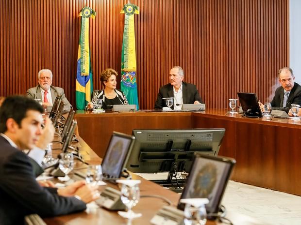 Dilma comanda reunião no Palácio do Planalto com 23 ministros (Foto: Roberto Stuckert Filho/Presidência)