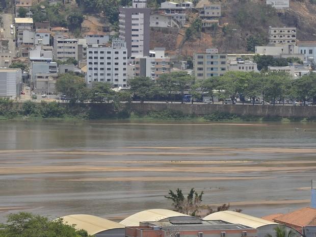 Lama de rejeitos em Colatina (Foto: Guilherme Ferrari/ A Gazeta)