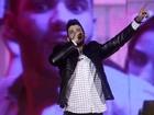 Gusttavo Lima canta no meio do público em show de mais de 4 horas