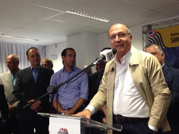 Alckmin fez anúncios sobre o VLT em Santos (Foto: Mariane Rossi/G1)