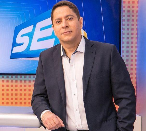 Ricardo Marques apresenta o telejornal (Foto: Divulgação/TV Sergipe)