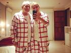 Stênio Garcia e a mulher, Marilene Saade, posam com pijamas iguais
