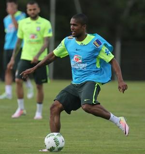 Douglas Costa treino seleção brasileira (Foto: Lucas Figueiredo / MoWA Press)
