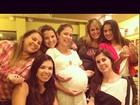 Na reta final da gravidez, Bárbara Borges exibe barrigão