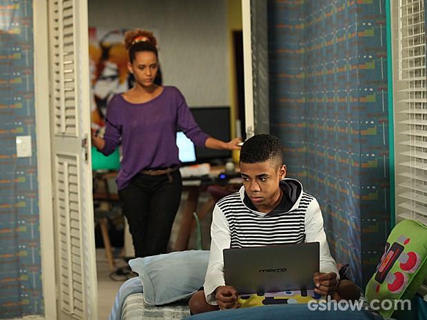 Verônica dá bronca em Vicente, mas ele não muda de ideia (Foto: Camila Camacho / TV Globo)
