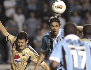 Marcelo Moreno e Pedro Franco, Grêmio e Millonarios (Foto: Agência EFE)