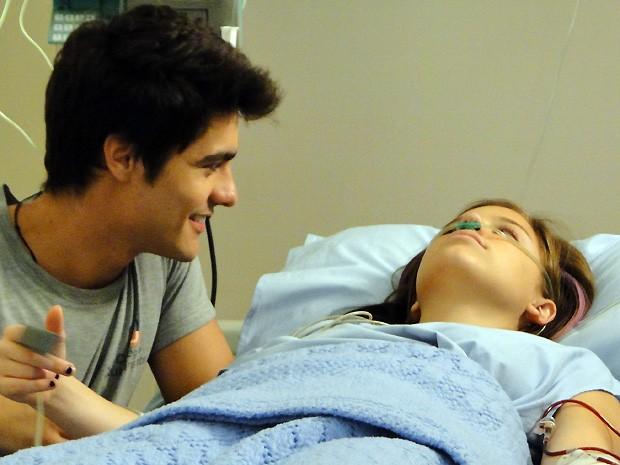 Lindo! Vitor pede Lia em namoro mais uma vez... (Foto: Malhação / TV Globo)