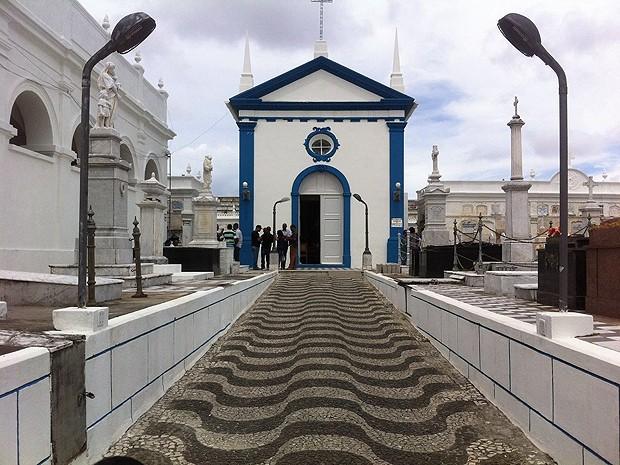 Delegado Luís Carlos foi enterrado neste domingo na Ordem Terceira, em Salvador (Foto: Dalton Soares / TV Bahia)